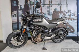Bộ ba naked bike 2021 Husqvarna Svartpilen, Vitpilen 401 và Svartpilen 250 chốt giá bán
