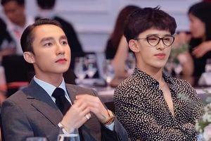 Hết làm 'bản sao' Jennie, Trần Đức Bo còn vinh dự ngồi cạnh Sơn Tùng, anh chàng vào showbiz rồi chăng?