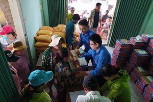 Trao 300 phần quà Tết cho ngư dân gặp khó khăn xã Ninh Phước