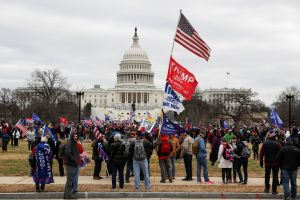 Hỗn loạn tại thủ đô Washington, Mỹ phong tỏa tòa nhà Quốc hội