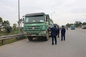 Xử lý xe quá tải lưu thông trên cầu Thăng Long