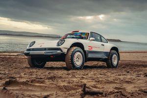 Porsche 911 được độ thành xe đua địa hình