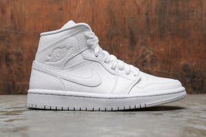 4 đôi sneakers trắng cho phái nữ