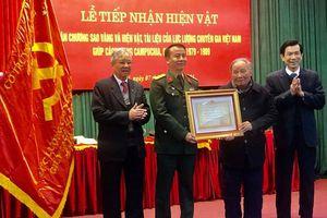 Tiếp nhận nhiều hiện vật quý của chuyên gia Việt Nam giúp Campuchia