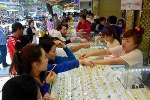Bên trong khu chợ bán vàng 'bình dân' độc nhất Sài Gòn