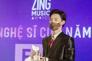 'Ông hoàng' bản hit Erik 'ẵm' giải Nghệ sĩ của năm