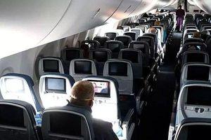 Hai vợ chồng bao cả chuyến bay để đi du lịch vì sợ điều này