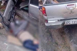Bán tải Mitsubishi Triton va thẳng vào xe chở đá gây tai nạn kinh hoàng