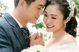 Ảnh cưới tình rất tình của MC đẹp nhất VTV Thùy Linh và diễn viên Hiếu Su