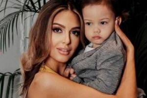 Hoa khôi Nga chính thức khoe mặt con trai của cựu Quốc vương Malaysia