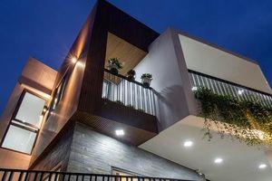 Nhà trong hẻm nhỏ vẫn ngập tràn ánh sáng, duyên dáng với nội thất tối giản ở Đà Nẵng