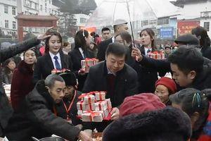 Choáng ngợp cách đại gia Trung Quốc 'vung tiền' thưởng Tết