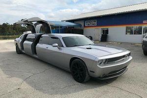 Dodge Challenger 2013 Limo 'kịch độc' rao bán chỉ 750 triệu đồng