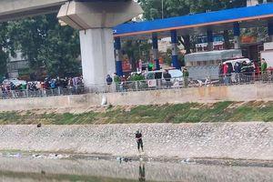 Vụ thi thể nam giới trên sông Tô Lịch: Công an phát hiện gì trên người nạn nhân?
