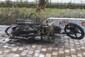Xử lý nam thanh niên tự đốt xe máy sau khi bị CSGT xử phạt