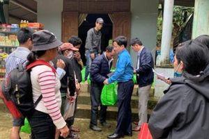 300 hộ dân nghèo miền Trung nhận quà Tết sớm từ Công đoàn Cục Đăng kiểm VN