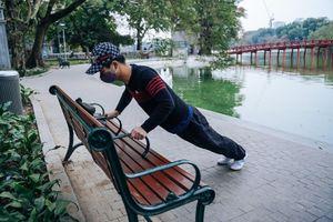 Người dân tập thể dục vào ngày rét 10 độ C