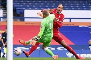 Trọng tài Anh nhận sai vì pha bóng khiến Van Dijk nghỉ hết mùa