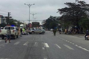 Tin giao thông đến sáng 10/1: Va chạm liên quan xe đầu kéo, cháu bé tử vong; 'Ô tô điên' khiến 7 người bị thương