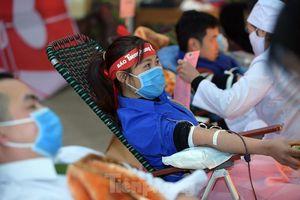 Tuổi trẻ Yên Bái xua tan giá rét, hiến máu cứu người