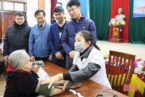 Khám, cấp thuốc miễn phí cho 150 người nghèo, gia đình chính sách Việt Tiến