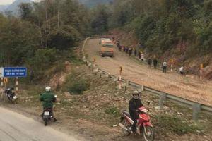 Hòa Bình: 30 hành khách trên ô tô mất phanh thoát nạn nhờ... đường cứu nạn