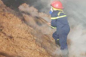 Dập tắt đám cháy xưởng sản xuất ván bóc