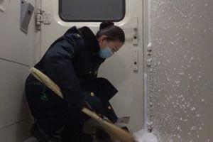 Thời tiết âm 30 độ C gây khó khăn cho các chuyến tàu ở Trung Quốc
