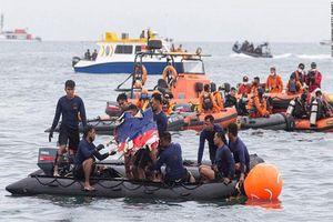 Lực lượng cứu hộ Indonesia tìm thấy thân máy bay rơi dưới đáy biển