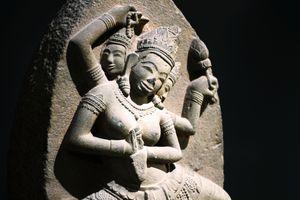 Độc đáo tượng nữ thần bằng đá sa thạch, nặng 200kg tại Bình Định