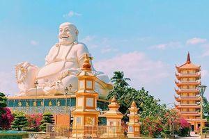 Tận mục 3 bức tượng Phật Di Lặc lớn ở miền Tây