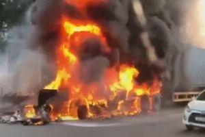 Container bất ngờ bốc cháy dữ dội khi đang lưu thông trên QL18