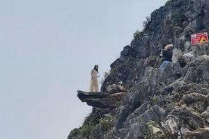Chụp ảnh ở mỏm đá 'tử thần', nam du khách gặp nạn