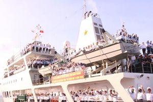 Chở Tết ra Trường Sa: 'Tàu đến đảo là Trường Sa đón Tết'