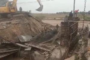 Nam Định: Cầu đang thi công bất ngờ đổ sập