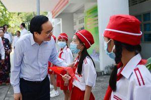 Bộ trưởng Phùng Xuân Nhạ thăm một số cơ sở GD tại Trà Vinh