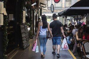 Kích cầu kinh tế, người dân Australia được cấp phiếu mua hàng và du lịch miễn phí