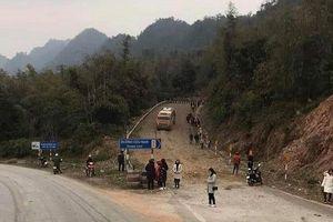 Tin giao thông đến sáng 11/1: Xe khách chở 30 người mất phanh; ô tô tông trực diện, 4 người bị thương