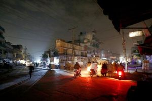 Hệ thống điện gặp sự cố, toàn bộ Pakistan chìm trong bóng tối