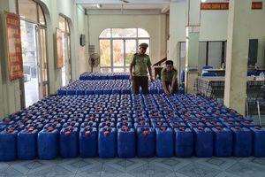8.000 lít rượu không rõ nguồn gốc xuất xứ chuẩn bị ra chợ Tết