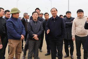 Thứ trưởng Lê Đình Thọ: 'Làm nhà mình thế nào, thi công cầu Cửa Hội thế đó'
