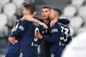 Juventus 3-1 Sassuolo: CR7 lập công, 'Bà đầm già' bám sát Top đầu