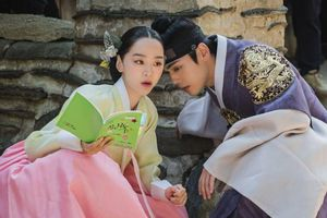 'Mr. Queen': Shin Hye Sun cưỡng hôn Kim Jung Huyn, khán giả á ố 'rồi ai cũng bị cong theo thời gian'