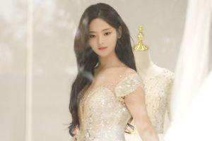Dương Siêu Việt xinh đẹp và ngọt ngào khi diện váy cưới