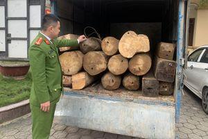Hà Tĩnh: Bắt giữ xe chở gỗ lậu quý hiếm vào lúc nửa đêm