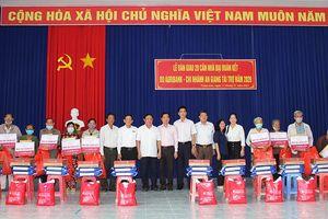 Bàn giao 20 căn nhà Đại đoàn kết cho hộ nghèo Thoại Sơn