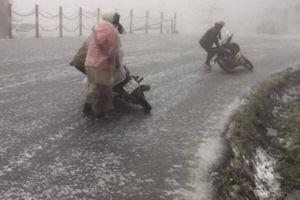 Nhiều ô tô, xe máy gặp sự cố vì tuyết rơi, lãnh đạo Lào Cai chỉ đạo khẩn