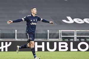 Lập công phút bù giờ, Ronaldo cân bằng kỷ lục