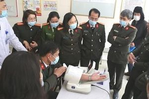 Đoàn y tế CAND làm việc tại Bệnh viện Công an tỉnh Nam Định