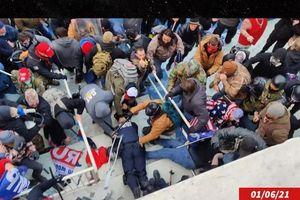 Khoảnh khắc cảnh sát bị hành hung man rợ ở Đồi Capitol